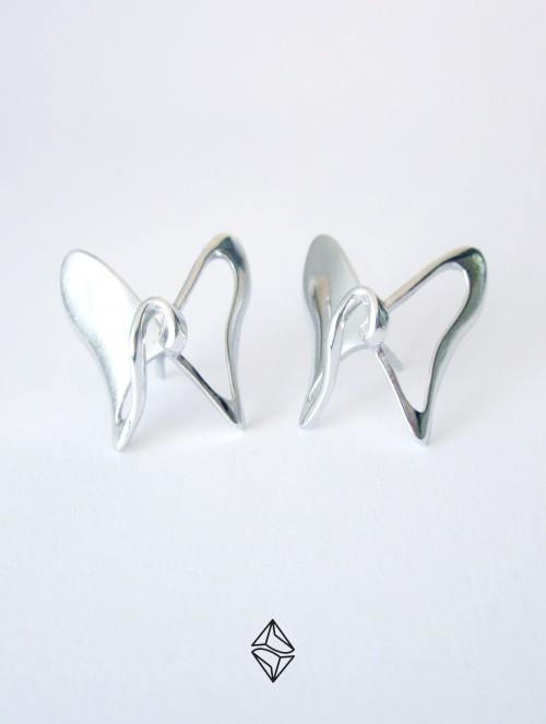Pendientes diseño Mariposa en Plata 925 con acabado en Rodio brillo.
